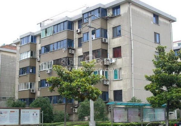 城北新村5楼,143平,3/2/2新装,150万,满两年,采光好
