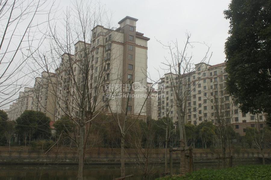 旺西花苑10楼132平加车位婚房装修满二年180万